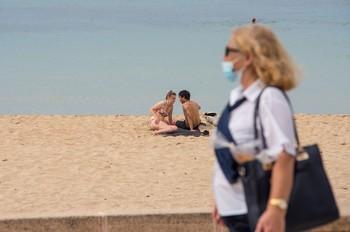 Andalucía obliga a llevar mascarillas hasta en la playa