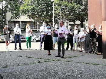 José Luis Rabadán cede el testigo a la psicóloga de la entidad Carmen Castroviejo.