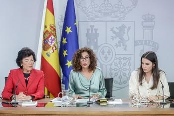 Montero confía en que la UE les escuche para pactar el déficit