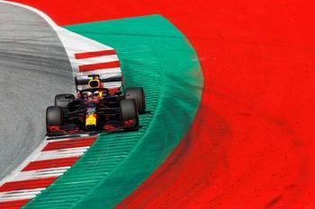 Mercedes retoma la acción sin rival y Sainz saldrá octavo
