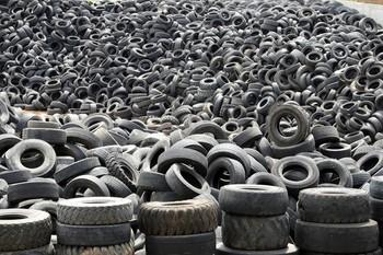 El Gobierno prohíbe tirar los neumáticos a los vertederos