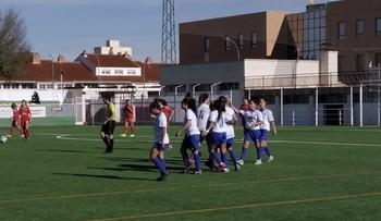 Las jugadoras del CFFAlbacete celebran uno de los goles.