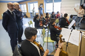 El consejero de Cultura, Javier Ortega, asiste a un ensayo del Proyecto Coral y Orquestal 'In Crescendo', del Área Socioeducativa de la Orquesta Sinfónica de Castilla y León.