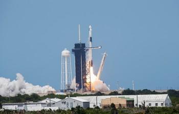 Despega el primer vuelo espacial desde EEUU en nueve años