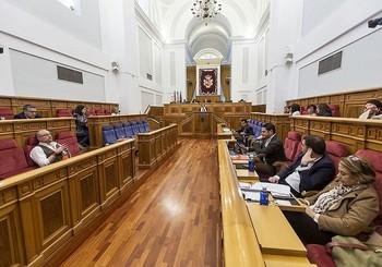 Los diputados regionales debatieron este pasado jueves de agua.