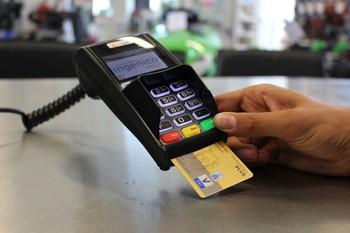 El 15% de los consumidores afirma pagar siempre con tarjeta