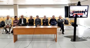 Los ocho exdirectivos de Ferrocarrils de la Generalitat sentados en el banquillo de los acusados, por el accidente de Metrovalencia de julio de 2006