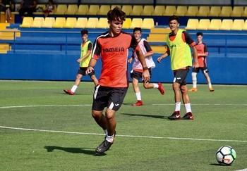 Javier Tudela durante un calentamiento con el Villareal Club de Fútbol