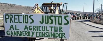 Cientos de tractores exigen precios justos para el campo