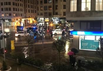 Imagen lejana del atropello ocurrido esta tarde en plaza Vega.
