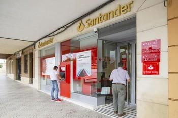 Las oficinas de Santander y Popular se fusionan en 7 pueblos