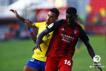 Simon fue titular en las tres primeras jornadas de Liga, entre ellas la que enfrentó a los rojillos con el Cádiz en Anduva.