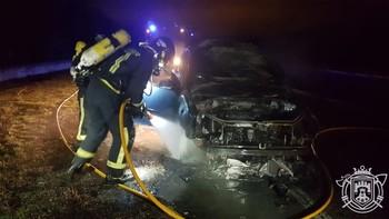 Arde un coche en la carretera Logroño