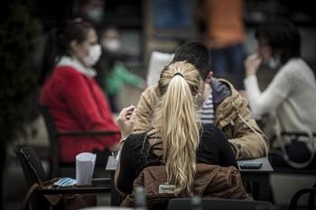 PSOE, PP y Cs no verían mal las restricciones a fumar