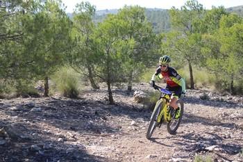 Nieves Giménez rueda en solitario en la prueba de Casas de Juan Núñez.