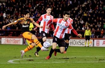 El Valencia continúa en la Copa con un discreto triunfo