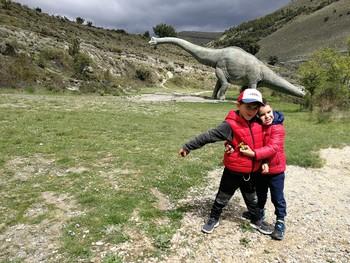 Geólogos sugieren visitar las huellas de dinosaurio riojanas