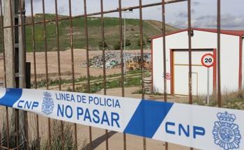 Vertedero de Palencia precintado por la policía después de la detención de la mujer.