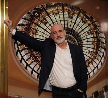 El autor de 'Patria' invita a «disfrutar el tiempo presente» a pesar de la pandemia.