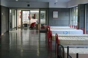 Imagen de algunos de los espacios de la Facultad de Medicina acondicionados como recurso sanitario.