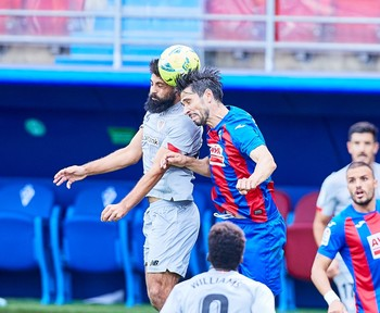 Un doblete de Unai López da la victoria al Athletic en Ipurua