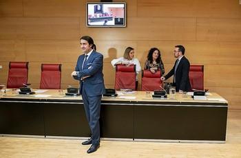 El consejero de Fomento y Medio Ambiente, Juan Carlos Suárez-Quiñones, comparece a petición propia en las Cortes.