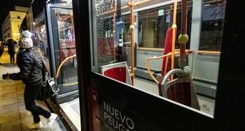 La suspensión de buses tras las 23.00 h. afecta a 4 líneas