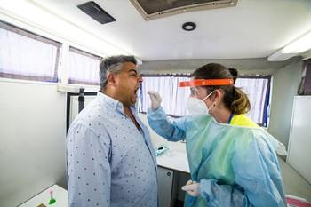 Sanidad notifica 10.799 nuevos casos, 3.125 en 24 horas