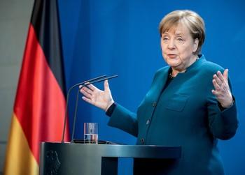Merkel aboga por una respuesta comunitaria frente al Covid-19