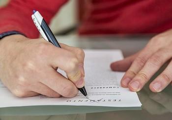 Los testamentos y las renuncias hay que tramitarlas ante notario.