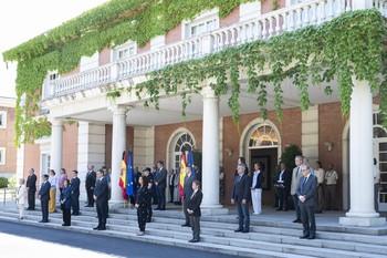 España guarda un minuto de silencio en el último día de luto