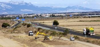 Las obras de desmontado y allanamiento del terreno han comenzado en las inmediaciones del nexo de unión entre la N-120 y la ya construida A-12, en el término de Santo Domingo de la Calzada.