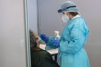 Sanidad registra 18.418 nuevos casos y 267 muertes