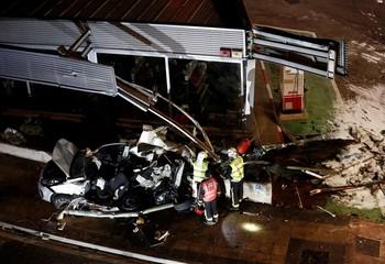Mueren dos niños en Estella tras embestir un autobús su coch