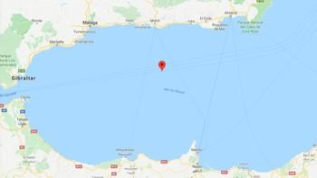 Buscan a un tripulante de un pesquero hundido en Alborán