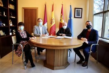 El Ayuntamiento suscribe el convenio con la FAVA