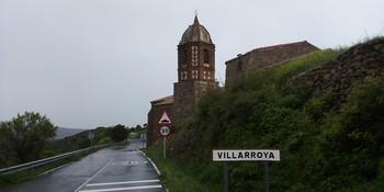 Entrada a la localidad de Villarroya.