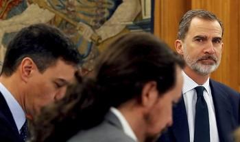 Felipe VI en una imagen del pasado 18 de febrero cuando presidió un Consejo de Ministros en la Zarzuela con todos los miembros del Gobierno de coalición