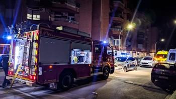 Trasladan a una mujer al Hospital por inhalación de humo
