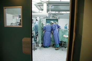 Una intervención quirúrgica en el Hospital Clínico de Valladolid.