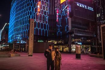 China eleva a las muertes a 2.744 por el coronavirus