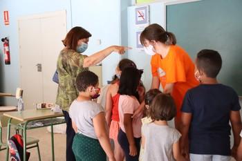 La concejala de Educación visita uno de los campamentos urbanos de verano en Valladolid
