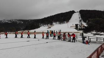La nevada y los escolares 'resucitan' Santa Inés