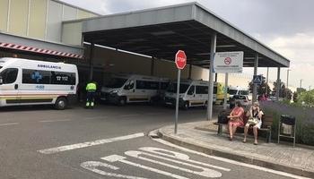 Ambulancias en el exterior de Urgencias.