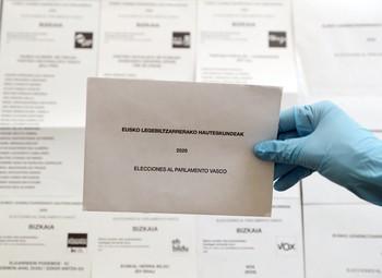 País Vasco y Galicia prohíben votar a contagiados de COVID
