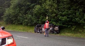 Cuatro heridos leves al volcar su vehículo en Monreal