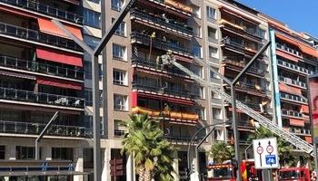 Bomberos de Logroño sofocan un incendio en una vivienda en la que se encontraban tres menores solas