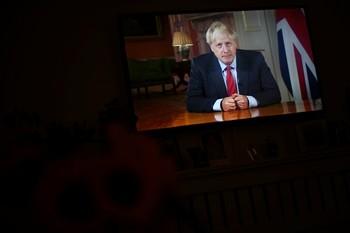 Johnson no descarta un confinamiento para frenar la pandemia