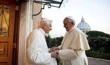 Joseph Ratzinger renunció al Papado el 28 de febrero de 2013, en su lugar fue el jesuita Jorge Bergoglio quien tomó el nuevo rumbo de la Iglesia.