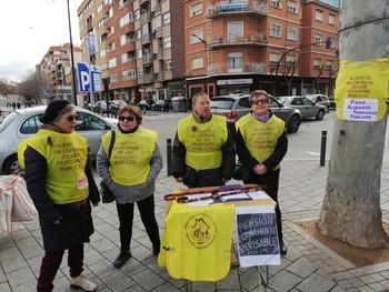Miembros de la plataforma en defensa de las pensiones públicas, ayer en Los Invasores